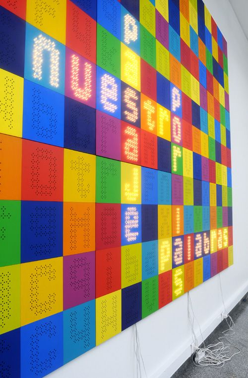 Paz Carvajal | Scrabble, Madera, luces y texto adhesivo / Wood, lights and adhesive text, 2009