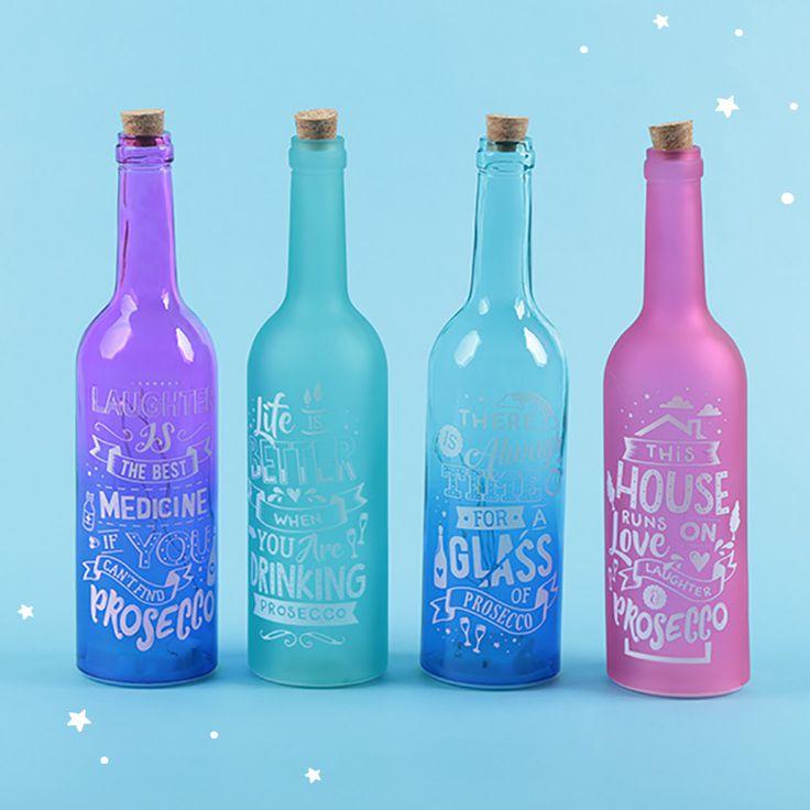 Botellas de cristal de varios colores y tonalidades, translúcidas y brillantes con iluminación LED para ambientar las mejores fiestas o los rincones más especiales de tu hogar. Diseño Prosecco #iluminacion #decoracion #botellas #LED #prosecco