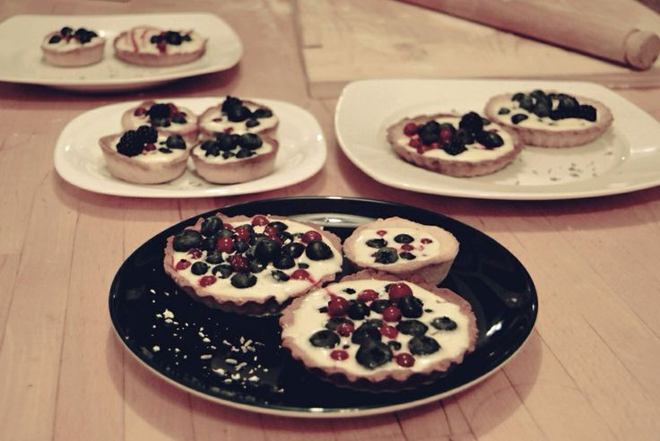 White chocolate tartlets with levander and forest fruits