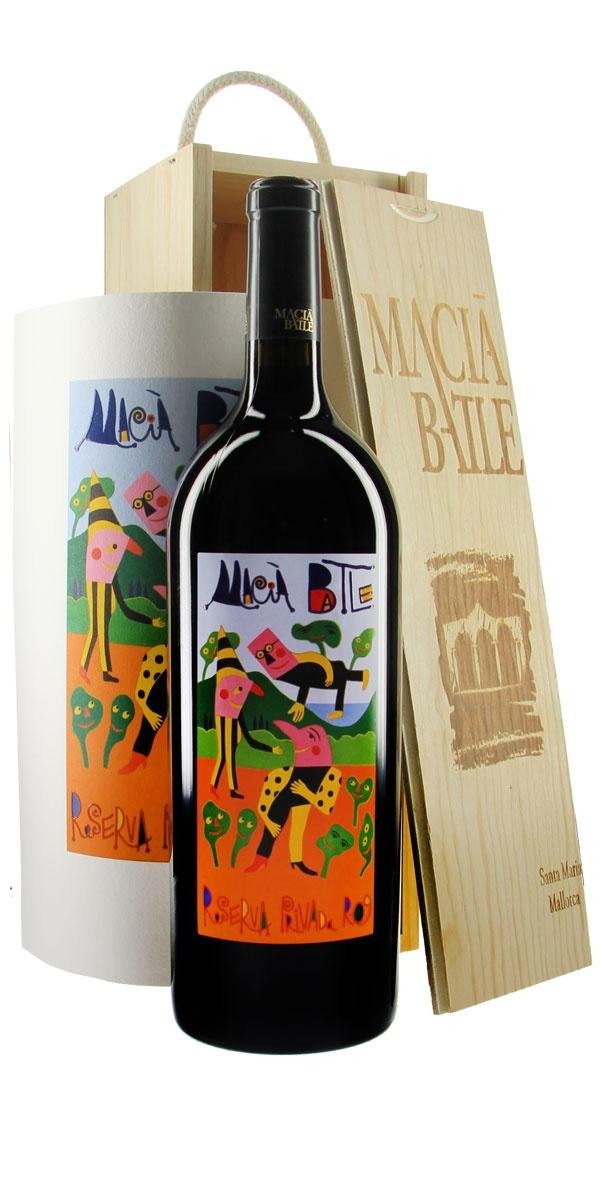 #Macià #Batle Reserva Privada 2009 - Mit dem mallorquinischen Künstler Gustavo hat Macià Batle der Reihe renommierter Etikettengestalter einen weitere international bekannten Namen hinzugefügt. Markenzeichen von Gustavo sind seine eigentümlichen skurrilen, farbenfrohen Gestalten in kuriosen Situationen, mit denen er den Surrealismus streift. Jedes Jahr widmet das Weingut einem Künstler das Etikett des Reserva Privada. Immer wieder ein Genuss! #Wine #Wein #Bottle #Weinflasche #Design