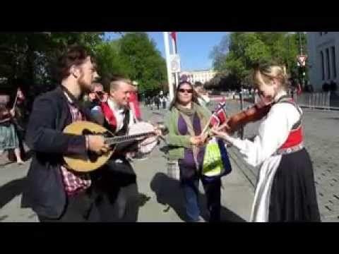 Amazing Norsk folkemusikk - Nasjonaldagen Parade - 17 mai 2014