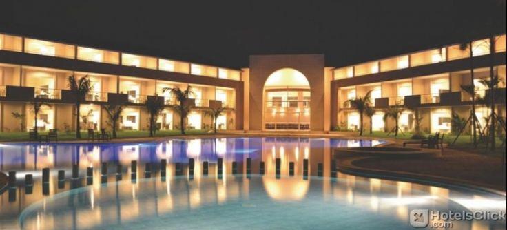 Dotato di una piscina all'aperto, giardino, il parcheggio, la connessione Wi-Fi e centro benessere con vasca idromassaggio e sauna. http://www.hotelsclick.com/alberghi/Bolivia/Santa_Cruz_De_La_Sierra/124572/Hotel-Sun.html