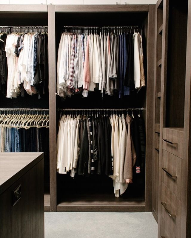 Organize Hanging Clothes By Category Tanks T Shirts Long Sleeves Jackets Etc Then By Color No Matter The Look You Hanging Clothes Closet Hacks Organization