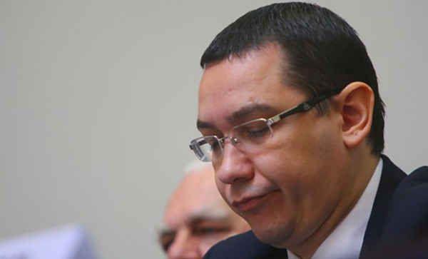 Fie-vă milă de Ponta De îndată ce arenunțat la funcția de președinte al PSD, Victor Ponta trăiește un fel de noapte a cuțitelor lungi în varianta au ralenti. Ca și cum demisia sa din fruntea partidului ar fi eliberatniște nevăzute resorturi, evenimentele care au succedat acestui mome...