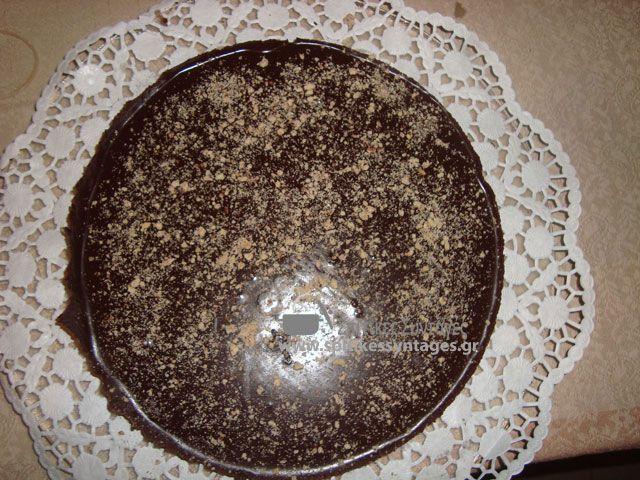 Απιστευτη σε γευση και σε ευκολία εκτέλεσης συνταγή για τάρτα σοκολάτος που δεν χρειάζεται ούτε ψήσιμο.