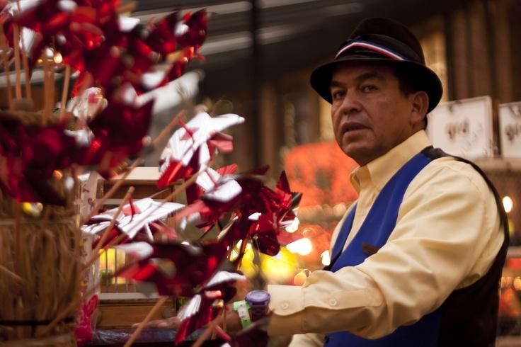 Organillero en Plaza Almagro en MásDeco Market