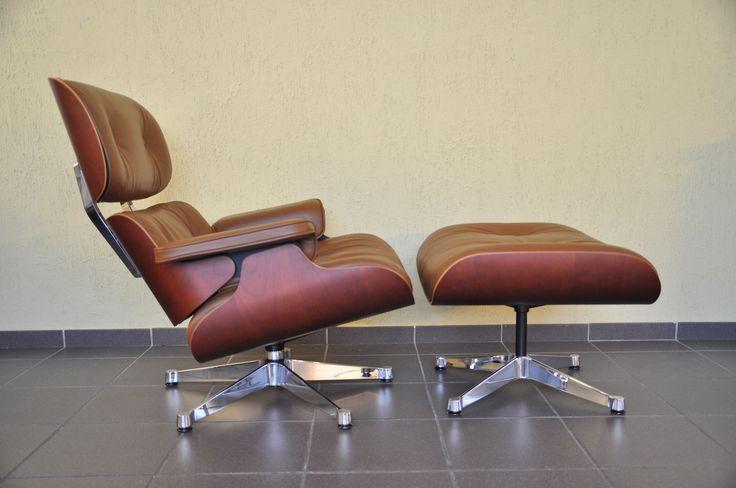 """""""Lounge Chair"""" von Charles Eames für Vitra Kirscheholz mit braunem Leder"""