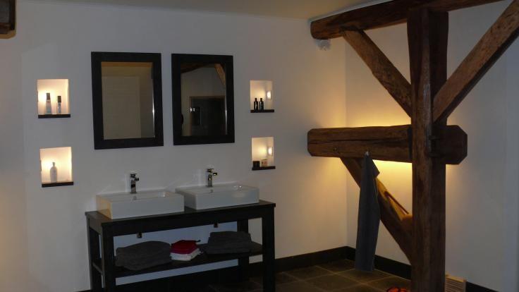 Welbie sanitair mooi robuuste badkamer met natuursteen meer informatie voor eigen badkamer - Zen doucheruimte ...