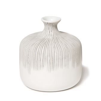 The elegant Bottle Vase Grey Fade from Swedish Lindform is handmade in porcelain clay and is a true craftsmanship. The products from Lindform are inspired by organic shapes in the Nordic nature and also by the Japanese idiom. The Bottle Vase Grey Fade has a beautiful pattern with stripes that fades. It´s available in different sizes that are perfect to match!