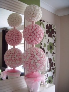 3 sizes of polystyrene ball and you can make an amazing sweet topiary tree