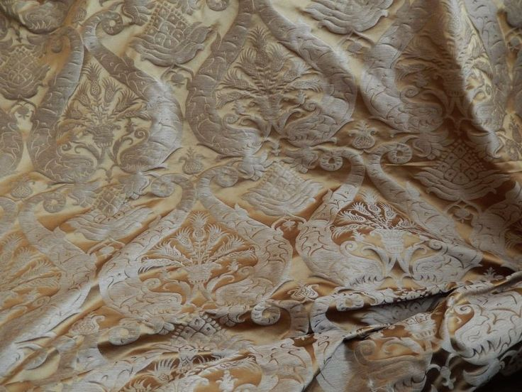 Шторы из шелка и натуральные шелковые ткани со склада в Москве со скидками 50 - 70 % от рублевых цен 2014 года! Натуральный шелк и элитные ткани для штор - распродажа и ликвидация тканей пр-во Англия и Италия, таких производителей как James Brindley, Luigi Bevilacqua, Silk de Italia и др. Шелковые ткани для штор с роскошной вышивкой, с принтами, шёлковые жаккарды в классическом стиле Дамаск, Ампир, Флористика, восточный Paisley, шелковая тафта хамелеон, шелк в полоску и многие другие…