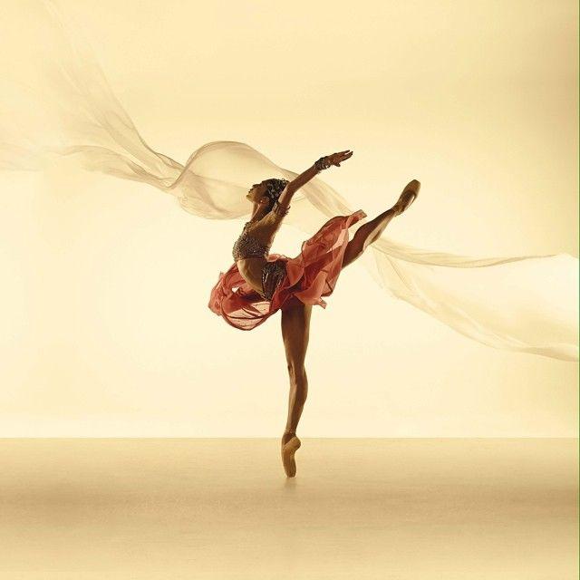 """Robyn Hendricks as the temple dancer Nikiya in """"La Bayadère"""" ♥ Wonderful! www.thewonderfulworldofdance.com #ballet #dance"""
