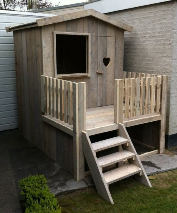 Tuinhuisje stiegerhout voor uren speelplezier! www.vurenshout.nl Door Flooca