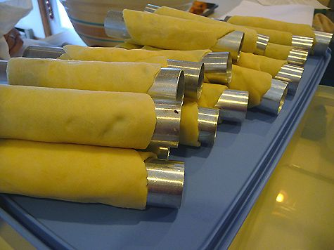 Canoli Tubes - I wondered how to make these!  :D