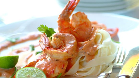 A hint of chilli makes this creamy prawn pasta a tasty treat and is ideal to serve at dinner parties.