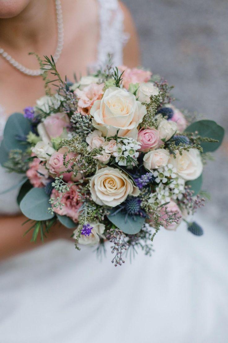 Anja y Alexander: boda moderna en Hofgut Albführen Fotografía: Juliane Vatt …