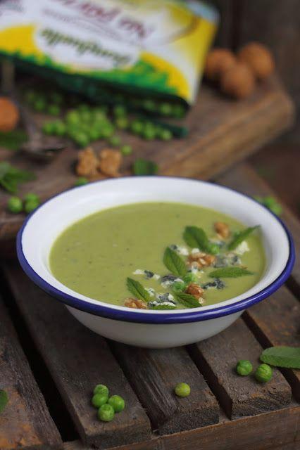 Smakowity Blog Kulinarny: Zupa z zielonego groszku z gruszką, miętą i serem ...