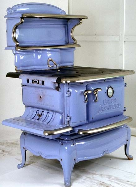 WOW!  Beautiful Vintage Cook Stove.  Can that color be original???