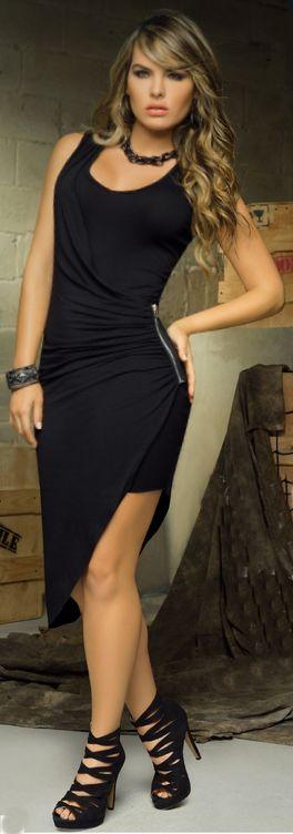 Vestido asimetrico de color negro con cierre lateral. Pág.10
