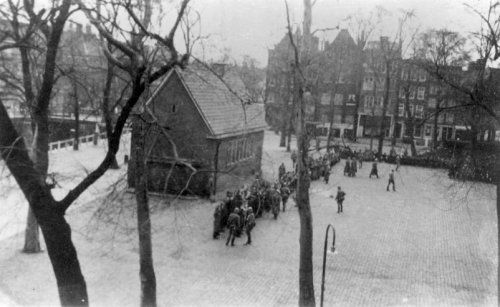 1941. One of the first round ups of Jewish citizens at the Jonas Daniel Meyerplein, This action of the Nazi occupier led to the February strike. #amsterdam #worldwar2 #februarystrike