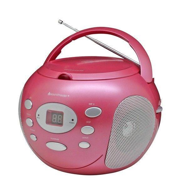 Soundmaster SCD2000 CD boombox roze  Soundmaster SCD2000 CD boombox roze  De in roze uitgevoerde Soundmaster SCD2000PI is een draagbare radio CD-speler die u steeds weer op een aangenaam geluid trakteert. De compacte behuizing biedt plaats aan een CD-speler met programmeer- en herhaalfunctie en een FM/AM-radio. Werkt op stroom maar ook op batterijen. Zo vult u iedere ruimte altijd met muziek naar wens. Bovendien neemt u de veelzijdige Soundmaster SCD2000 PI eenvoudig overal mee naartoe…