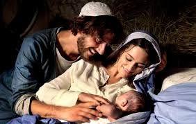"""REZA Y COMPARTE JUVENIL: FAMILIA SANTA""""Familia Santa"""" nos hace presente la familia de Belén. Es la familia de Jesús Niño Dios. Hoy nos unimos en la Iglesia para celebrar el día de las familias. Agradecemos la nuestra con todas sus alegrías y con sus penas y procuramos hacer que se asemeje a la de Jesús, modelo de respeto y amor mutuo. Crear siempre algo positivo para que el gran árbol de la familia crezca frondoso."""