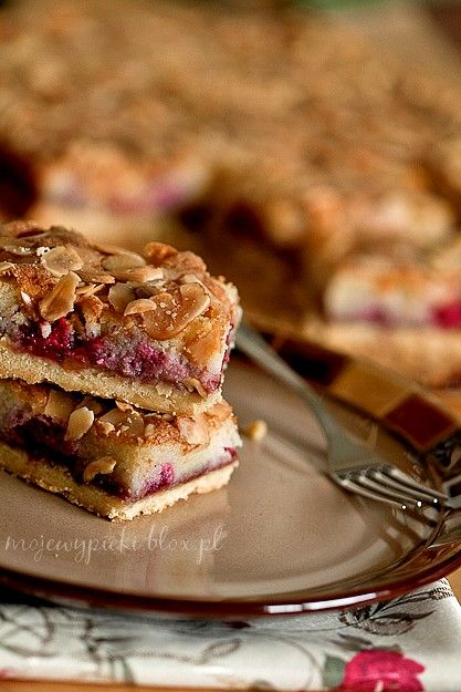 Bakewell tart with raspberries