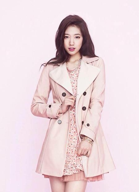 I rlly love park shin hye when she shoes her legs, they always make her wear pants T_T