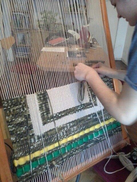 Nuevo #tapiz en producción. Jugando con formas geométricas y dando color con el vellón.