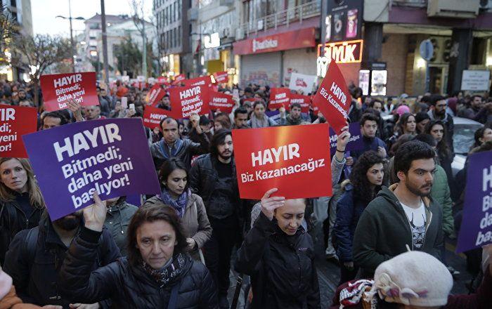 Sputnik Türkiye ///  YSK'nın kararını protesto edenlerin gözaltına alınmasına ilişkin Emniyet'ten açıklama