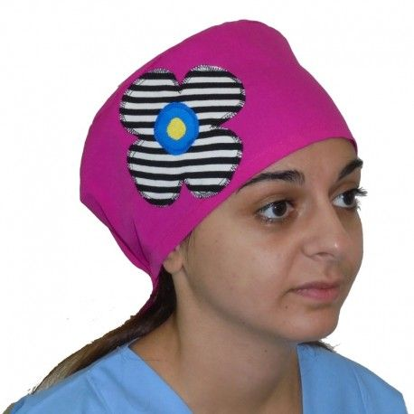 Handmade scrub cap. The black and white stripes on this big daisy can be beautifuly combined with a fuchsia or a red colored cap.