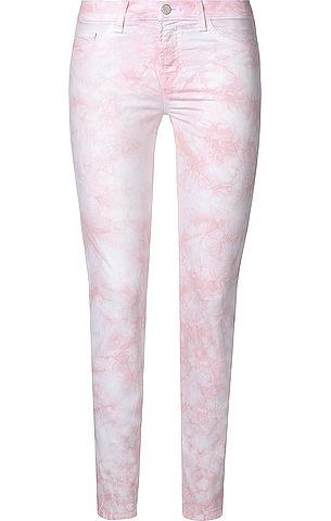 Skinny Leg Hose   811 Mid Rise Skinny Jeans von J Brand im Batik-Look in Hellrosa. Aus sehr weichem, japanischem Stretch-Denim gefertigt, mit aufgesetzten Gesäßtaschen, seitlichen Eingriffstaschen und kleiner Münztasche gefertigt.
