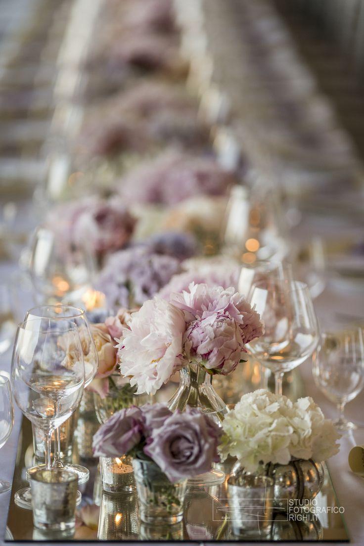 #FLORALIADECOR #StudioFotograficoRighi #LongTableEquipment #CentralRowOfMirrors #FlowerDecorations #Candles