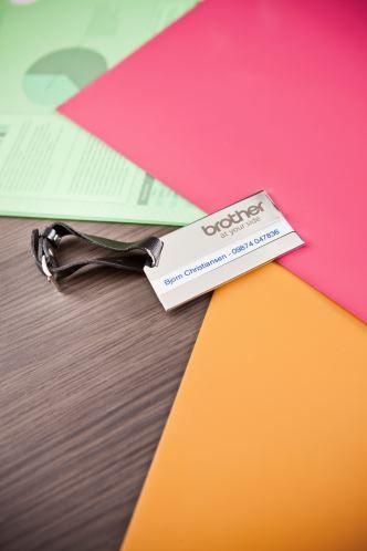 Home Office organisieren - beschrifte deine Büroutensilien ganz einfach mit einem P-touch-Beschriftungsgerät und Klebebändern in vielen verschiedenen Breiten