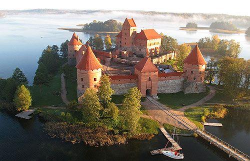 Traku Salos Pilis (Trakai Island Castle), Trakai, Lithuania. www.castlesandmanorhouses.com On an island in Lake Galve.