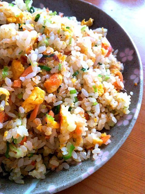 息子のお昼ご飯。 大盛り鮭チャーハン - 276件のもぐもぐ - 鮭チャーハン by masamiho