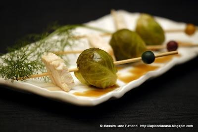 Uno strano abbinamento: spiedini di pesce spada e cavolini di Bruxelles al finocchietto con riduzione di aceto di mele e porto bianco