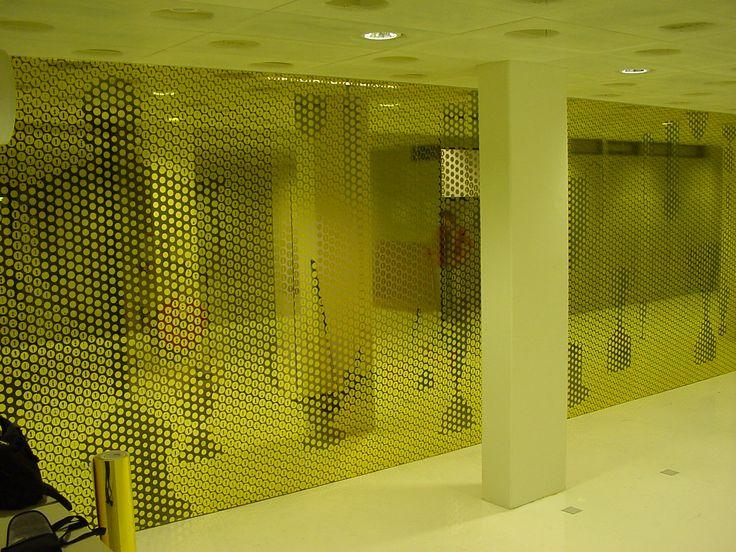 Duizenden goudkleurige cirkels hebben wij aangebracht op interne beglazing van het RIVM. 'S nachts droomden ook van gouden cirkels...