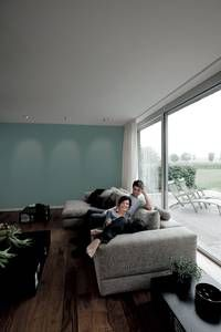 LYS OPP VEGGFLATENE: Mange plasserer downlights for langt fra veggen, så de kun lyser opp gulvet. Ekspertene anbefaler at lyset bør treffe veggen.