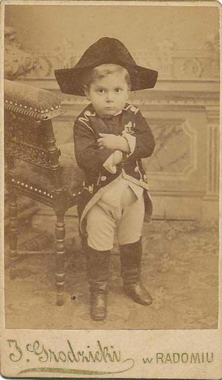 Napoléon (1769 - 1821) - la 1ère photo date de 1826 !!! parJoseph Nicéphore Niépce - Cet enfant est déguisé !!!