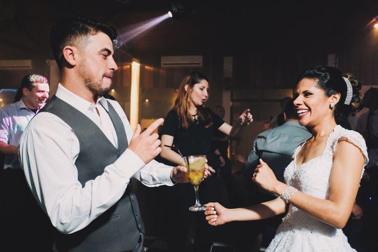 Tem casamento divertido e lindo chegando no nosso site!! Corra lá agora mesmo pra conferir!! 😍😍😍    #fotovilasboas #amoresqueinspiram #casamento #noivas2018 #noivas2019 #noivadoano #valedoparaiba #sjc #sp #taubate #jacarei #wedding #inspiration #bride #ensaio #casal #weddingdestination #weddingday #weddingdress #savethedate #weddinginvite #universodasnoivas #icasei #voucasar #noiva #casamentos #familia