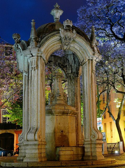 Fountain do Largo do Carmo, Lisbon #Portugal
