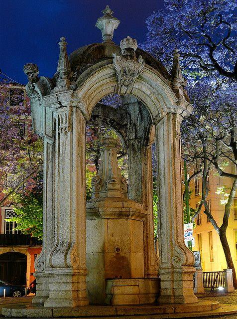 Fonte do Largo do Carmo, Lisbon