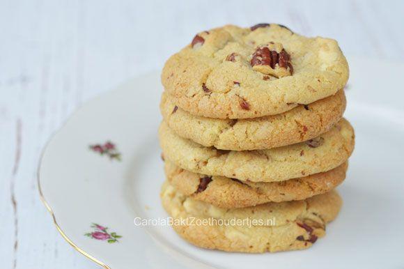 Chewy Pecan en witte chocoladekoekjes, heerlijke Amerikaanse cookies die lekker chewy zijn. Het is een recept uit United States of Cakes van Roy Fares