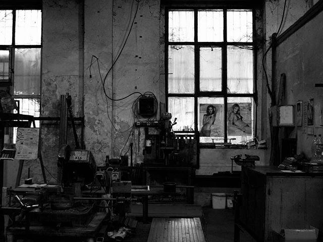 Mary Celeste... . . . . . . . . . . . . . . #brutalist#brutalism#architecture#design#mobilephotography#art#bkackandwhite#bnw#photooftheday#fineart#fineart_photobw#insta_bw#instablackandwhite#instagood#monoart#monochromatic#noir#monochrome#monotone#photo#photography#interiordesign#design#500px#london#leeds#girls#girly#model#abandoned