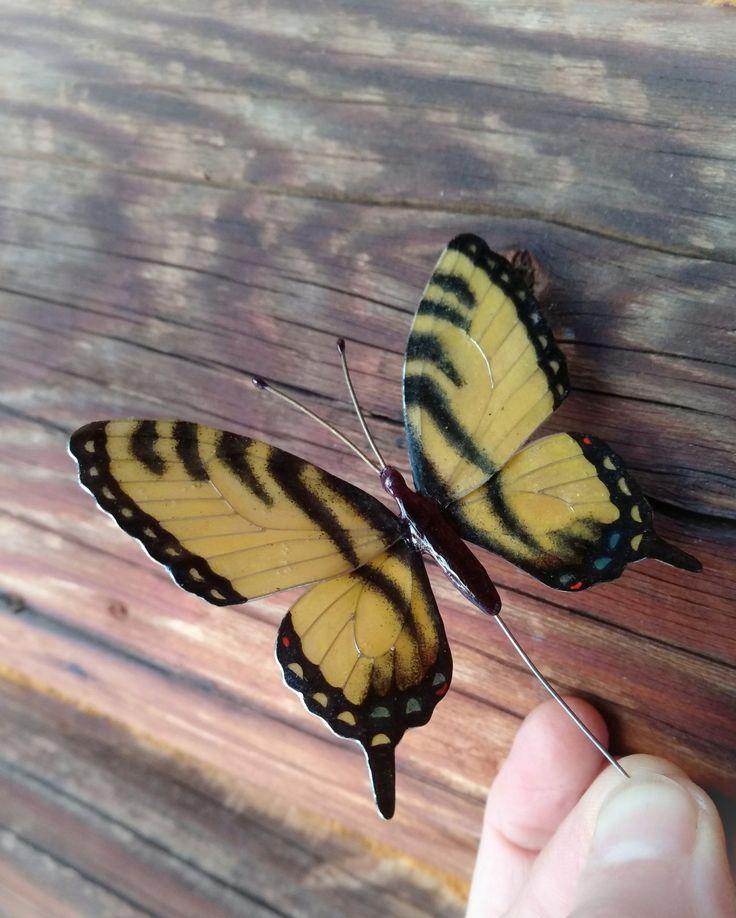Брошь-бабочка в наличии