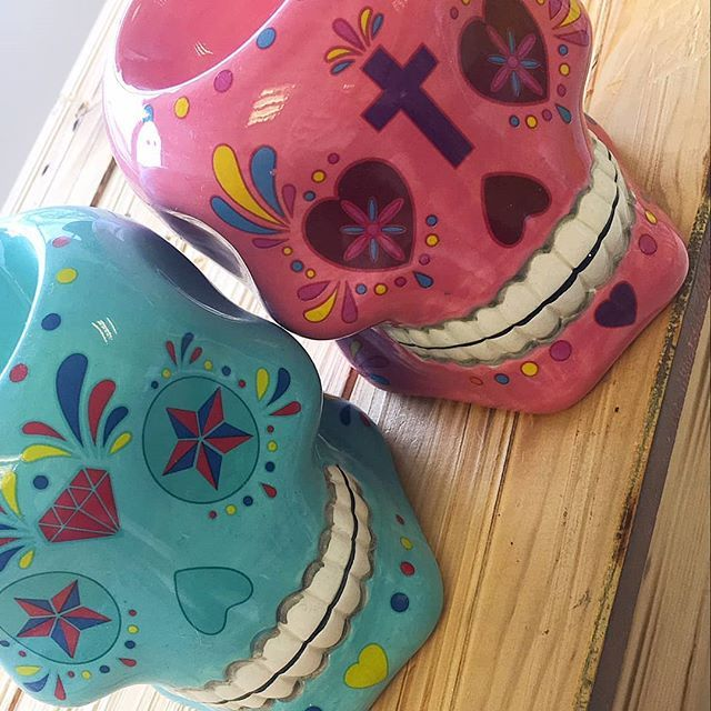 Make your room smell divine in the most stylish of ways with these fab sugar skull oil burners. They're perfect for candles and wax melts too!