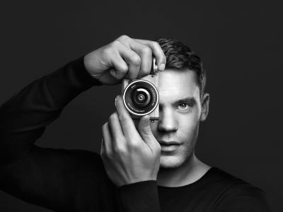 Neuer Fokus: Manuel Neuer setzt auf die Alpha a6000 Systemkamera von Sony