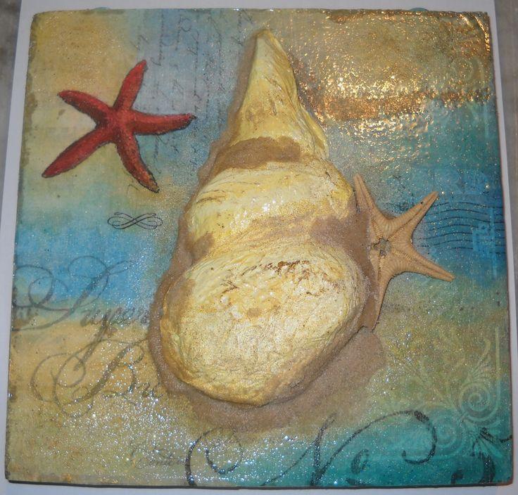quadretto per il bagno n.2, con stella marina vera, lo sfondo era una fotocopia in bianco e nero che ho dipinto con gli acquerelli, la conchiglia l'ho fatta con il metodo Art Attack, vale a dire carta igienica e colla!!!