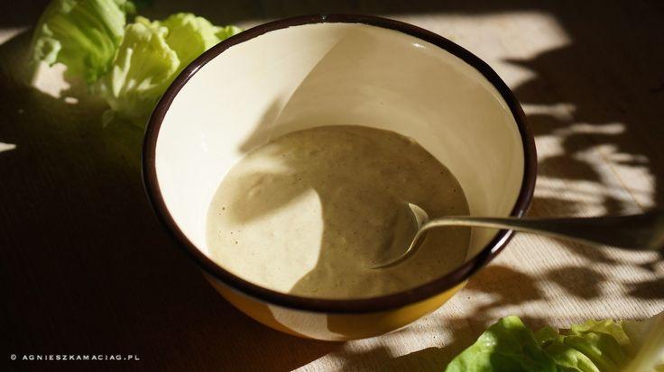 Zdradzę Wam mój ulubiony przepis na pyszny sos Tahini, który jest świetnym dipem do moczenia warzyw, ale również doskonałym dressingiem.